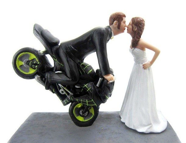 fb-troublemakers.com-funny-wedding-cakes-nice-wedding-food-and-drink-download-here-funny-motorcycle-wedding-cake-toppers1-610x471
