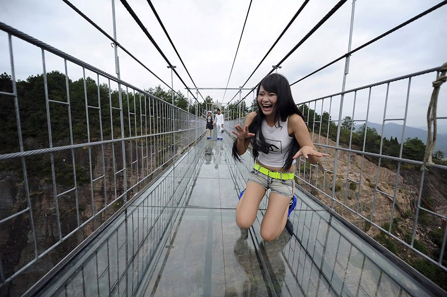 worlds-longest-glass-bridge-shiniuzhai-geopark-china-2