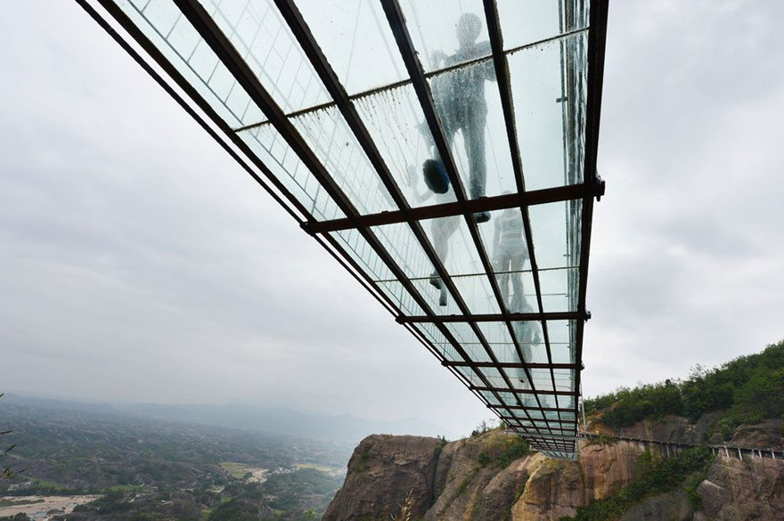 worlds-longest-glass-bridge-shiniuzhai-geopark-china-4