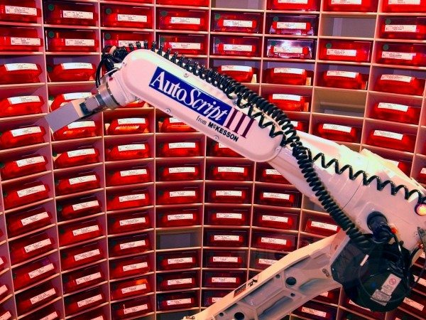 the-first-robotic-pharmacist-will-arrive-in-the-us-2021-e1448621347198