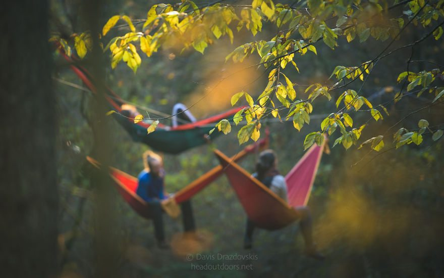we-took-chilling-in-a-hammock-into-a-whole-new-level-literally-10__880