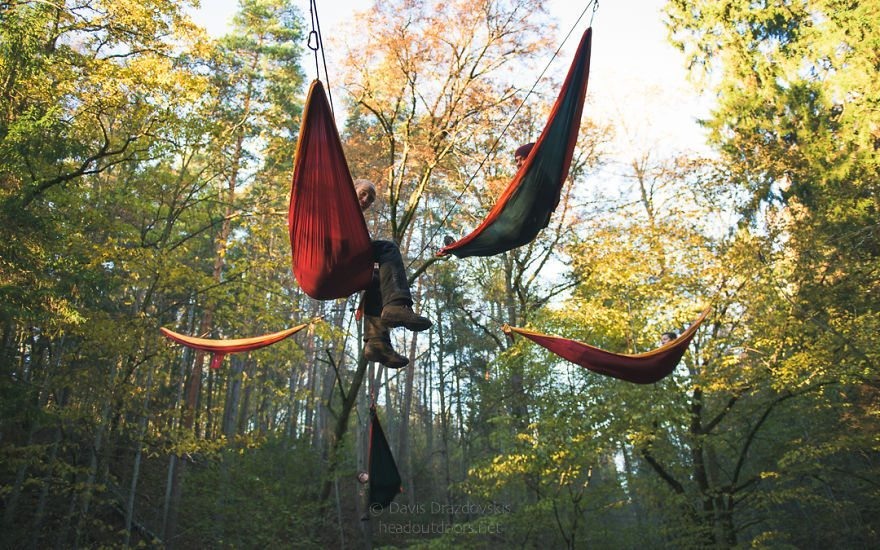 we-took-chilling-in-a-hammock-into-a-whole-new-level-literally-2__880