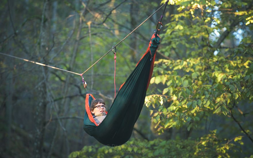 we-took-chilling-in-a-hammock-into-a-whole-new-level-literally-3__880