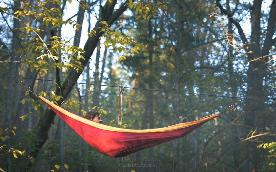 we-took-chilling-in-a-hammock-into-a-whole-new-level-literally-4__880