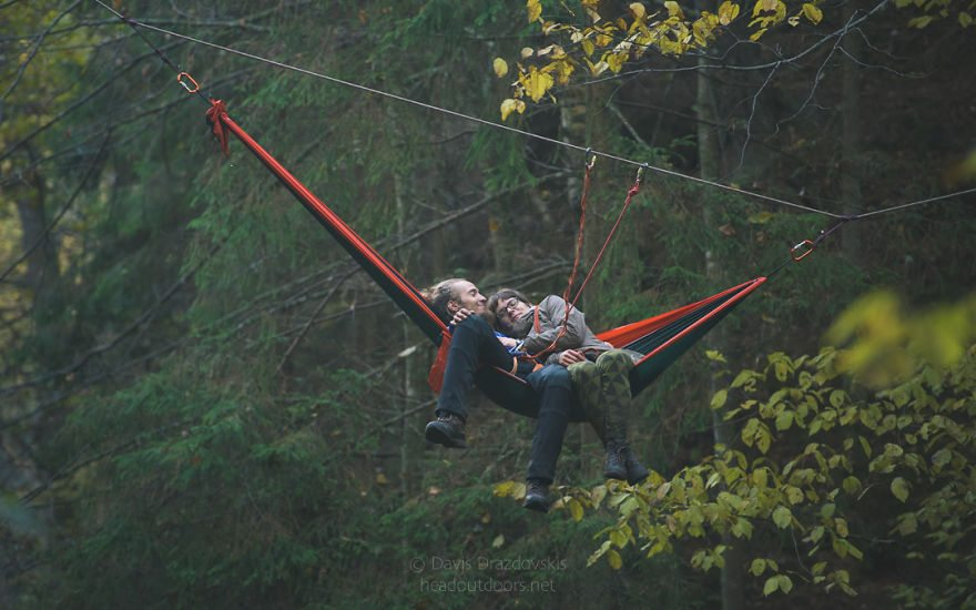 we-took-chilling-in-a-hammock-into-a-whole-new-level-literally-5__880