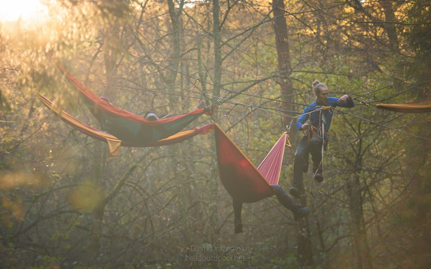 we-took-chilling-in-a-hammock-into-a-whole-new-level-literally-7__880