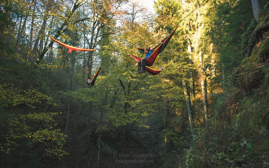 we-took-chilling-in-a-hammock-into-a-whole-new-level-literally-9__880