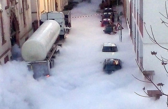 co2-spill-clouds-streets-mainz-germany-6
