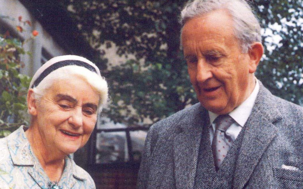 Ronald_and_Edith_Tolkien_1966-1024x640