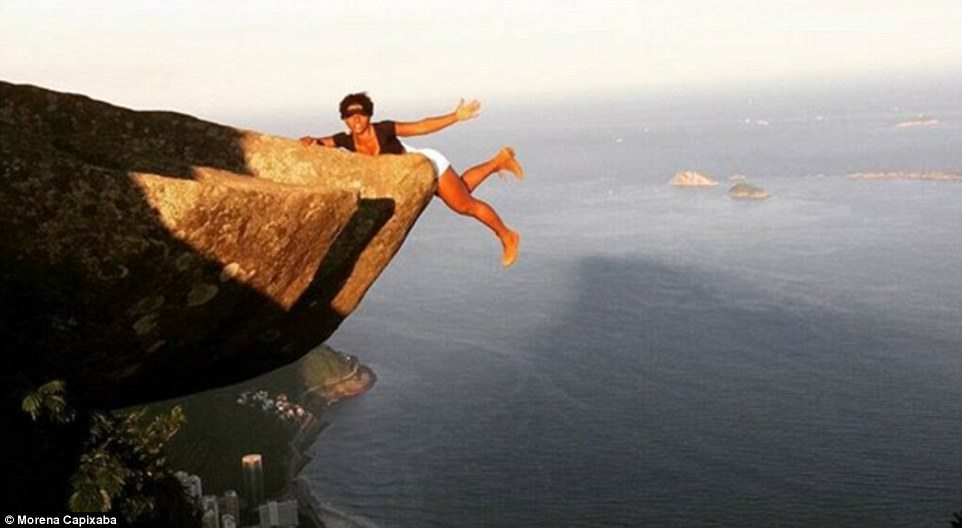 335CA25500000578-3546181-Fitness_lover_Morena_Capixaba_can_t_stay_from_the_mountain_her_I-a-45_1461155095935