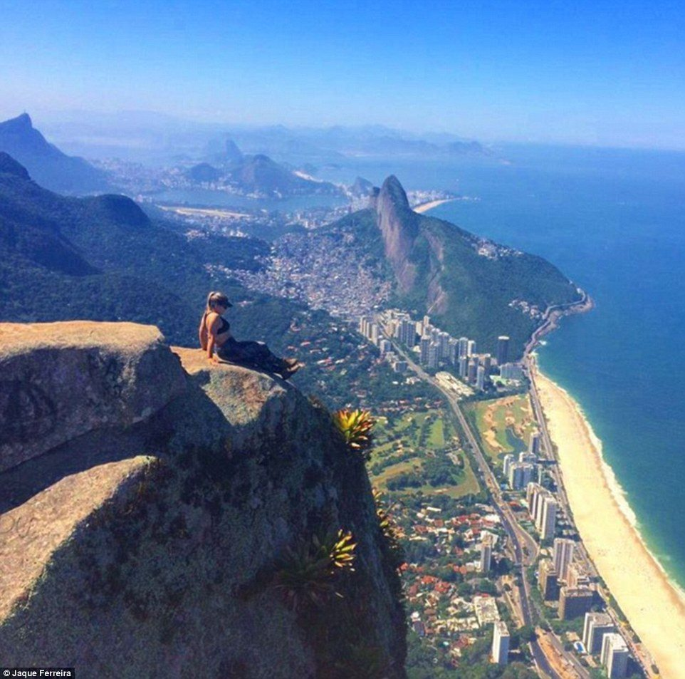 335CA76B00000578-3546181-English_student_Jaque_Ferreira_looks_like_she_is_about_to_slide_-a-39_1461155047225