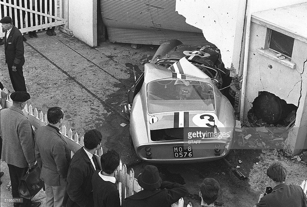 02.ferrari crashed