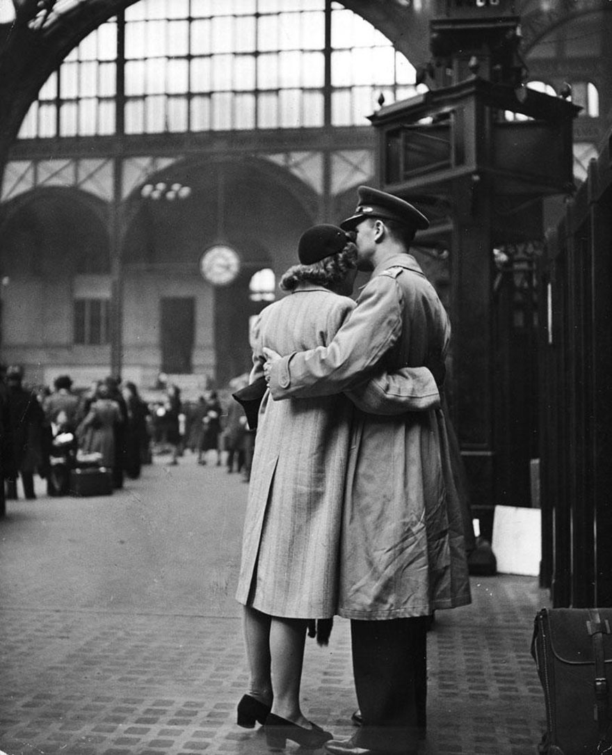 old-photos-vintage-war-couples-love-romance-3-5731f4a26904b__880