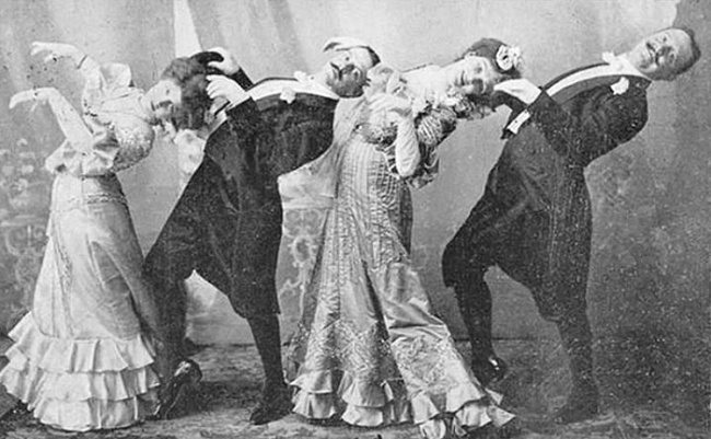 2653255-funny-victorian-era-photos-silly-vintage-photography-39-575164af3332e__7001-650-1466756268