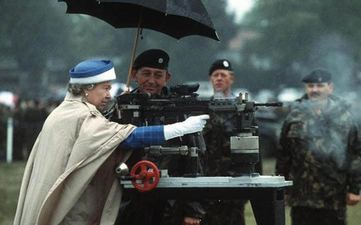historical-photos-pt5-queen-elizabeth-firing-enfield