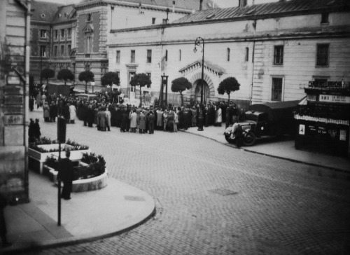"Crowd waits for the execution of Eugen Weidmann (EugËne Weidmann) on June 17, 1939, in Versailles, outside the prison Saint-Pierre. He is found guilty of murder and sentenced to death and becomes the last man to be guillotined in public. The ""hysterical behavior"" by spectators is so scandalous that French President Albert Lebrun immediately bannes all future public executions. Executions by guillotine in France continues in private until September 10, 1977. (Photo credit should read -/AFP/GettyImages)"