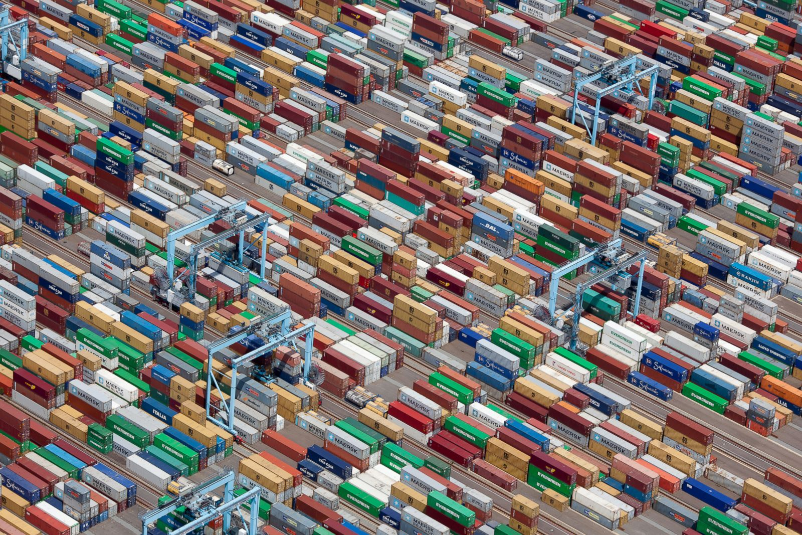 Colorful-shipping-containers-in-Portsmouth-Virginia